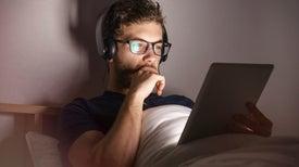 لماذا يحتاج بعض الناس إلى فترات نومٍ أقل من غيرهم؟ السر يكمن في حمضهم النووي