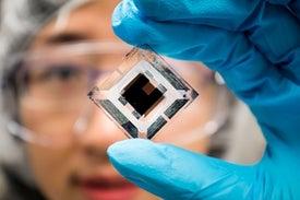تطوير خلايا شمسية بمزايا وقدرات تنافسية عالية