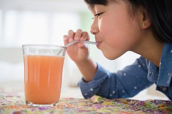 المشروبات المحلاة تؤثر سلبًا على صحة الأطفال