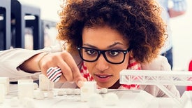 كيف يحمي المبتكر الشاب اختراعه من التعرُّض للنصب والاحتيال؟!