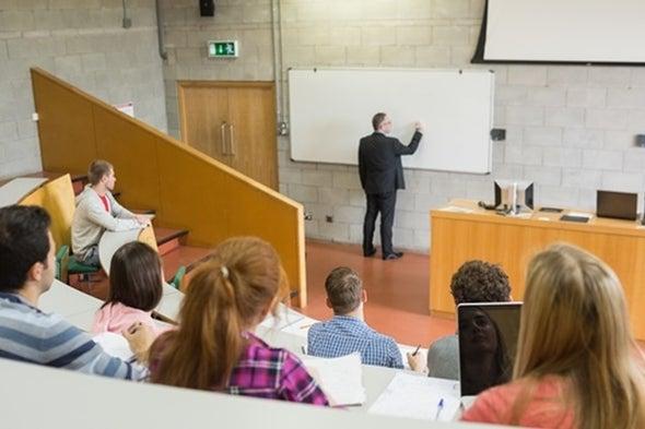 طلاب الدراسات العليا يعانون من التمييز خارج بلدانهم