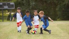 تمارين الكرة تُحدِث طفرة في تقوية عظام تلاميذ المدارس