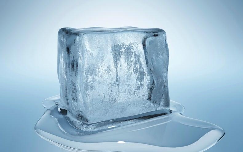 لماذا تتجمد السوائل الساخنة أسرع من الباردة؟