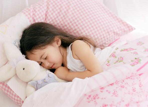 دراسة: انقطاع النفس أثناء النوم عند الأطفال مرتبط بتغييرات في المادة السنجابية بالدماغ