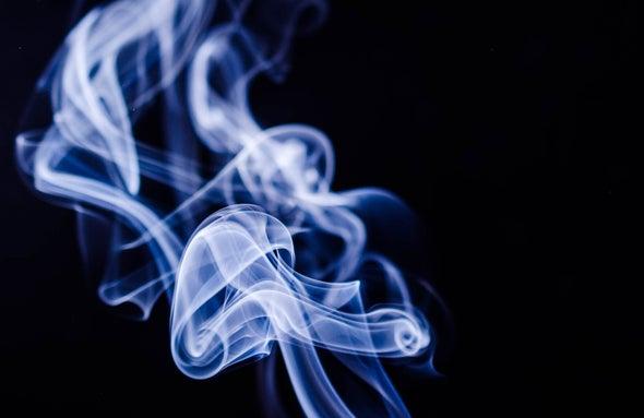 دخان أبيض كثيف وغامض