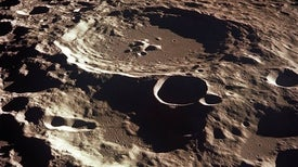 علماء الفلك يدخلون في صراع مع مستكشفي الفضاء حول الوصول إلى الجانب البعيد من القمر