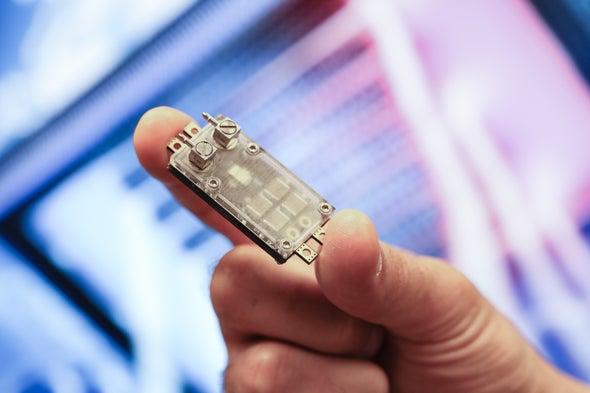 الدم والسيليكون: نظام تبريدٍ جديد للإلكترونيات يحاكي الشعيرات الدموية البشرية