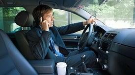 كيف يؤثر الهاتف على دماغك في أثناء القيادة؟