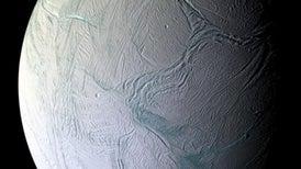 أدلة جديدة على حياة محتمَلة على «قمر زحل»