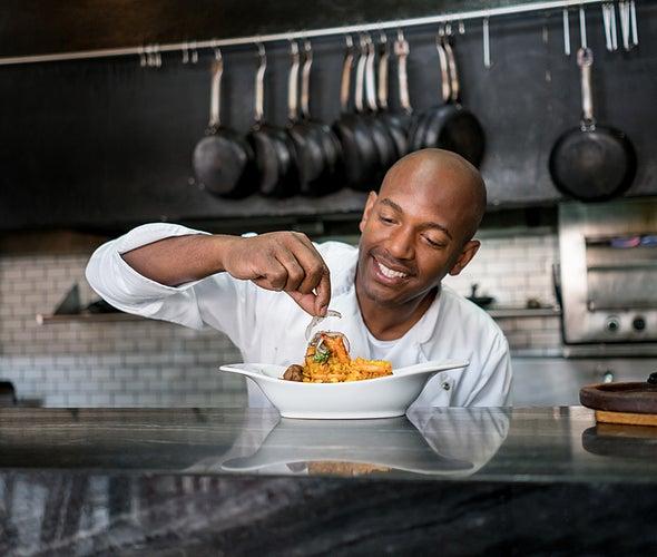 إلزام المطاعم بكشف مواصفات مأكولاتها الغذائية يدفعها إلى تحسين مكوِّناتها الصحية