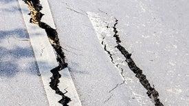 هل للقمر تأثير على قوة الزلازل التي تضرب الأرض؟