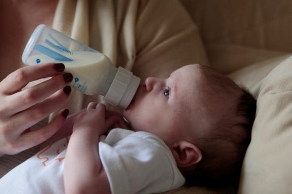 تحذيرات من خطورة عبوات تغذية الرضع المحتوية على مادة «البولي بروبيلين»