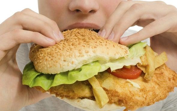 الإفراط في الطعام قد يدفع النساء للسرقة