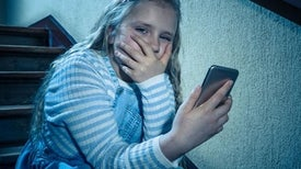 التنمر الإلكتروني يؤثر على الصحة النفسية للضحايا والجناة