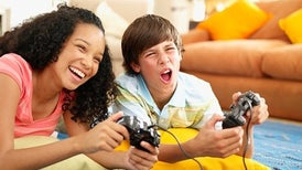 الفتيات أكثر تضررًا من ممارسة الألعاب الإلكترونية