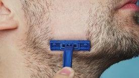 خصلات الشعر الناعمة تسحب الثقة من صلابة شفرات الحلاقة