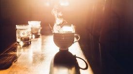 الشاي الساخن جدًّا يضاعف احتمالات الإصابة بسرطان المريء