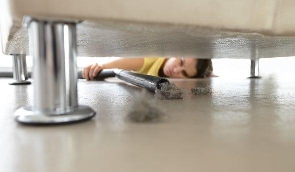 الغبار المنزلي غني بكيماويات تهدد صحتك