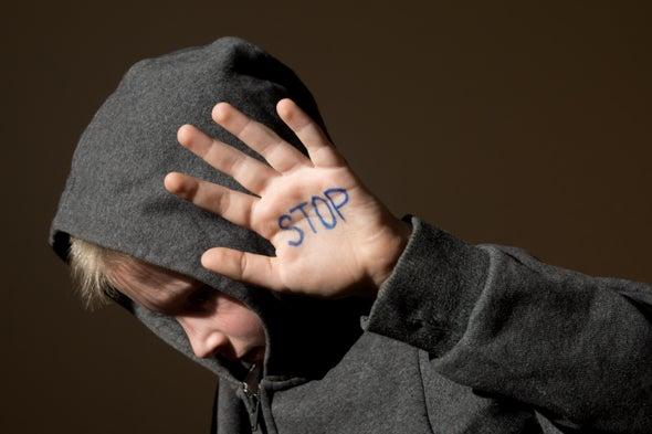 العنف في الصغر يترك بصمته على وظائف الدماغ