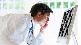 """هل نستطيع حقًّا """"القضاء"""" على السرطان؟"""