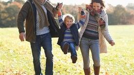 الطفولة السعيدة توطد علاقة الرجل بشريكة حياته عند تقدم العمر