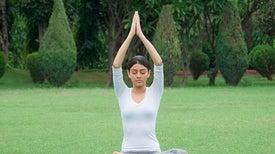 «اليوجا» تساعد على علاج الصداع النصفي