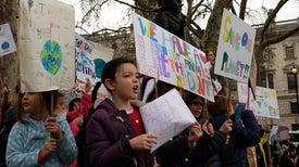 «السياسة» قد تصيب الأطفال والمراهقين والشباب بـ«اضطرابات نفسية»
