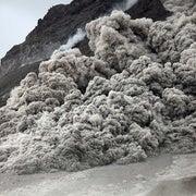 تدفقات حمم بركانية مميتة تنزلق على وسادتها الهوائية الخاصة