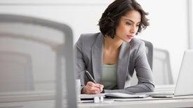 عمل المرأة قد يحميها من ألزهايمر
