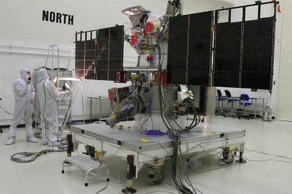الأشعة الكونية قد تهدد قمرًا صناعيًّا لمراقبة طقس الفضاء
