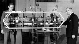 """""""لويس إيسن"""": الرجل الذى حاول تحطيم النسبية وأعاد تعريف الزمن"""