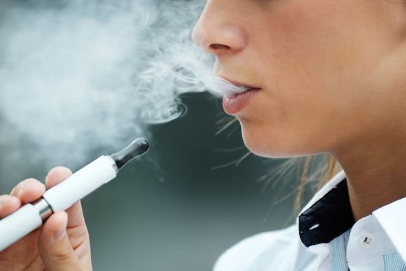 السجائر الإلكترونية تزيد احتمالات الإصابة بأمراض اللثة والتهابات الفم