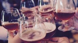 الإفراط في تناول الكحوليات يزيد احتمالات الإصابة بالسرطان