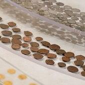 مجموعة من العملات الفضية والبرونزية
