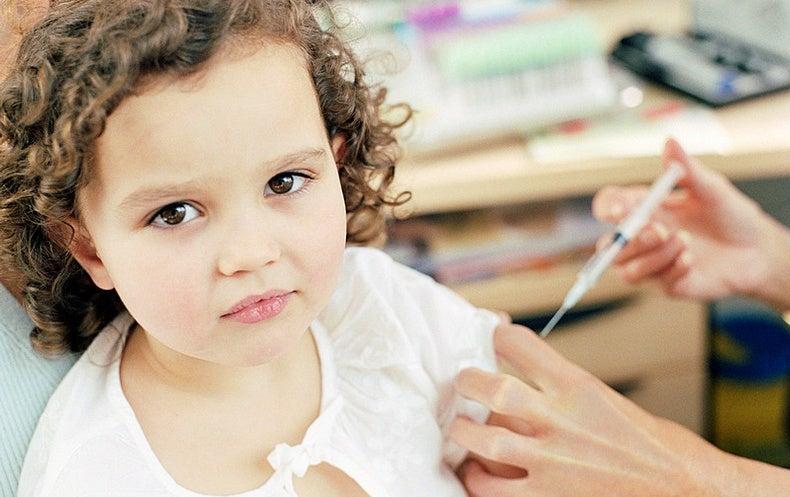 المخاوف الأسرية تطارد تطعيمات الأطفال للع لم