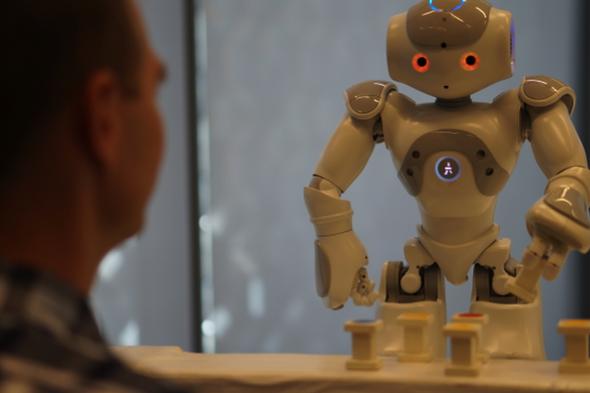 التحيز البشري يُشكِّل عبئًا على الروبوتات