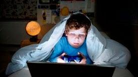النوم المتأخر يرتبط بشيوع «الربو» لدى المراهقين