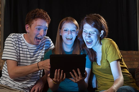 الضحك العفوي يزيد من روح الفكاهة