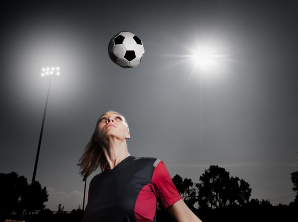 """تجنُّب """"تأثير الدمية ذات الرأس الهزاز"""": تمرينات القوة قد تساعد لاعبي كرة القدم"""