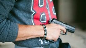 """امتلاك سلاح ناري يرتبط بارتفاع جرائم """"القتل الأسري"""" في أمريكا"""