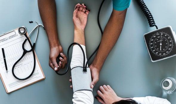 نشرة العلوم: علاج لسرطان الثدي وعلاقة بين البكتيريا والسمنة والدماغ