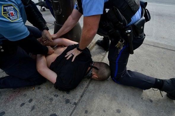 تدريب رجال الشرطة على العدالة يُقلل العنف ضد المدنيين