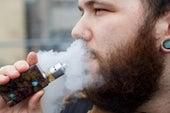مواد مسرطنة تستقر بالرئة بعد تدخين السجائر الإلكترونية