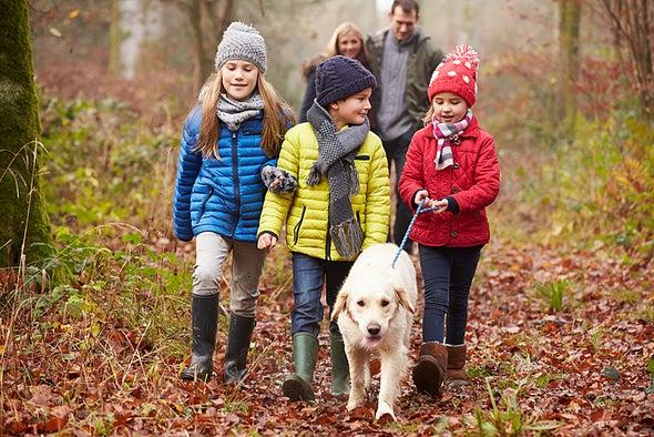 الكلاب الأليفة قد تحسِّن النمو الاجتماعي والعاطفي لدى الأطفال