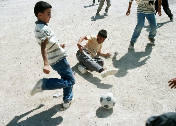 بناء التلاحم الاجتماعي عبر كرة القدم في العراق بعد زوال دولة داعش