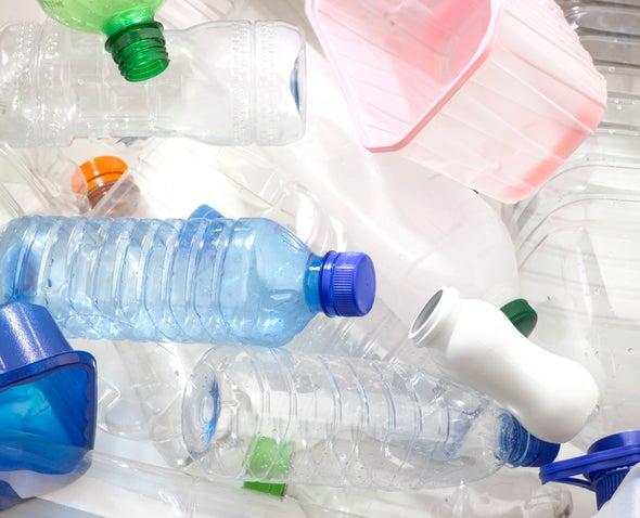 إنزيم معدل يأكل الزجاجات البلاستيكية!