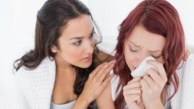 النساء أكثر كرمًا ولطفًا من الرجال.. لماذا؟