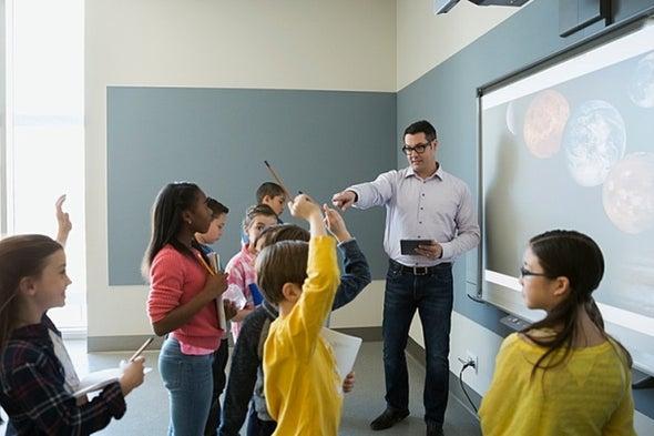 تغيير البيئة المدرسية يقلل التحصيل العلمي في سن المراهقة