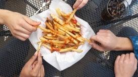 Las grasas saturadas podrían no ser tan riesgosas si el resto de su dieta es saludable