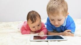 A los dos años, la mayoría de los niños pueden utilizar las pantallas táctiles